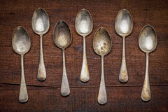 Cucchiai d'argento con patina Fotografie Stock Libere da Diritti