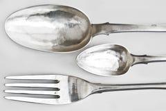 Cucchiai d'argento e forchetta del pranzo Fotografie Stock