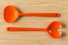 Cucchiai dell'insalata in ciotola Fotografia Stock