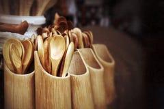 Cucchiai di legno in bazar Fotografie Stock Libere da Diritti