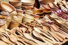 Cucchiai di legno e ciotole di legno Fotografia Stock Libera da Diritti