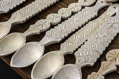 Cucchiai di legno scolpiti Fotografie Stock