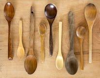 Cucchiai di legno su fondo di legno Fotografia Stock Libera da Diritti