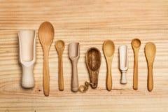 Cucchiai di legno sulla tavola Fotografia Stock