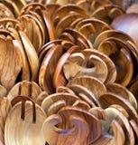 Cucchiai di legno verde oliva dell'insalata Fotografie Stock Libere da Diritti
