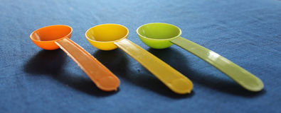 Cucchiai di plastica Fotografie Stock