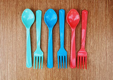 Cucchiai e forchette di colore Fotografia Stock Libera da Diritti