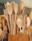 Cucchiai e forchette di legno della coltelleria Fotografia Stock