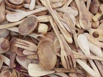 Cucchiai e forchette di legno verde oliva Fotografia Stock