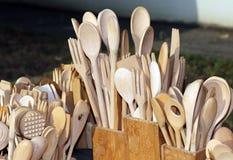 Cucchiai e forchette nell'officina di legno dell'artigiano Fotografia Stock Libera da Diritti
