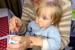 Cucchiaio d'alimentazione del bambino Immagini Stock Libere da Diritti