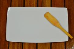 Cucchiaio di legno e del piatto Fotografie Stock