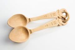 Cucchiaio di legno su priorità bassa bianca Immagini Stock