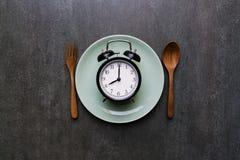 Cucchiaio e forchetta dell'orologio dell'alimento Fotografie Stock