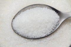 Cucchiaio in una ciotola di zucchero Fotografia Stock Libera da Diritti