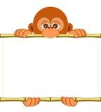 Cucciolo dell'orangutan del fumetto che tiene un foglio bianco di carta Illustrazione di Stock