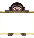 Cucciolo della gorilla del fumetto che tiene un foglio bianco di carta Illustrazione Vettoriale