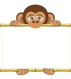 Cucciolo dello scimpanzè del fumetto che tiene un foglio bianco di carta Illustrazione di Stock