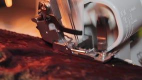 Cucendo sul machin di cucito stock footage