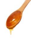 Cuchara de madera con la miel aislada Foto de archivo libre de regalías