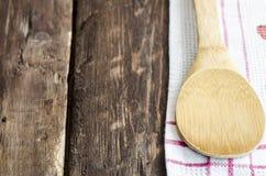 Cuchara de madera de la cocina Foto de archivo