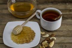 cuchara de madera para la miel, Fotos de archivo libres de regalías