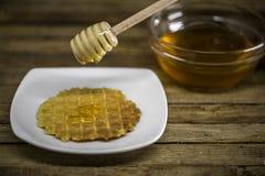 cuchara de madera para la miel, Imágenes de archivo libres de regalías