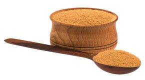 Cuchara de madera y una taza de canela Fotografía de archivo libre de regalías