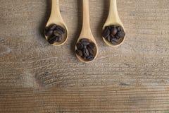 Cuchara del grano de café imagen de archivo