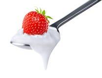 Cuchara del yogur de la fresa Fotos de archivo libres de regalías