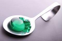 Cuchara en el caviar de la menta imagen de archivo