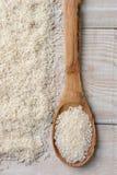 Cuchara y arroz de madera Imagen de archivo libre de regalías