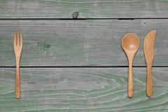Cuchara y bifurcación de madera, cuchillo Imágenes de archivo libres de regalías