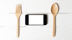 Cuchara y concepto elegante del teléfono que comen al social Imagen de archivo