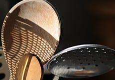 Cuchara y tamiz de madera Imagen de archivo libre de regalías