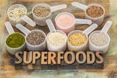 Cucharadas de superfoods imagen de archivo libre de regalías