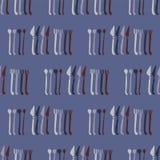 Cucharas, bifurcaciones, acero del modelo de los cubiertos del vector de los cuchillos libre illustration