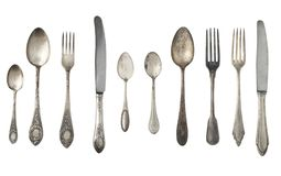 Cucharas, bifurcaciones y cuchillos del vintage aislados en un fondo blanco fotografía de archivo libre de regalías