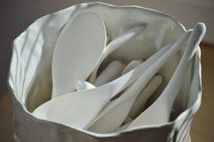 Cucharas de cerámica Fotos de archivo libres de regalías