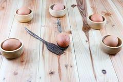 Cucharas de madera del huevo Imagenes de archivo