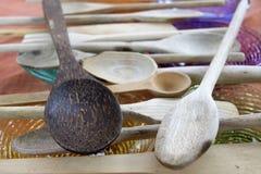 Cucharas de madera en serie Imágenes de archivo libres de regalías