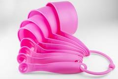 Cucharas dosificadoras rosadas fijadas Fotografía de archivo