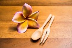 Cucharas y bifurcación de madera Fotografía de archivo libre de regalías
