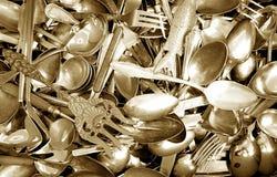 Cucharas y forkes Imágenes de archivo libres de regalías