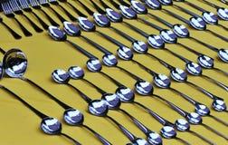 cucharas y forkes Fotos de archivo libres de regalías
