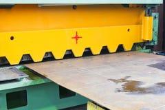 Cuchilla de la cortadora para las hojas de metal Foto de archivo libre de regalías