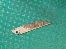Cuchilla y tablero imagen de archivo libre de regalías