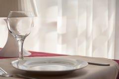 Cuchillero - vidrio, placa, bifurcación en la tabla Fotografía de archivo libre de regalías