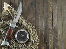Cuchillo con el compás en fondo de madera Imágenes de archivo libres de regalías