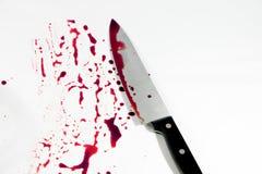 Cuchillo con sangre por suicidio Foto de archivo libre de regalías